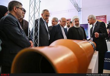 بازدید رئیس جمهور از نمایشگاه بین المللی نفت، گاز، پالایش و پتروشیمی