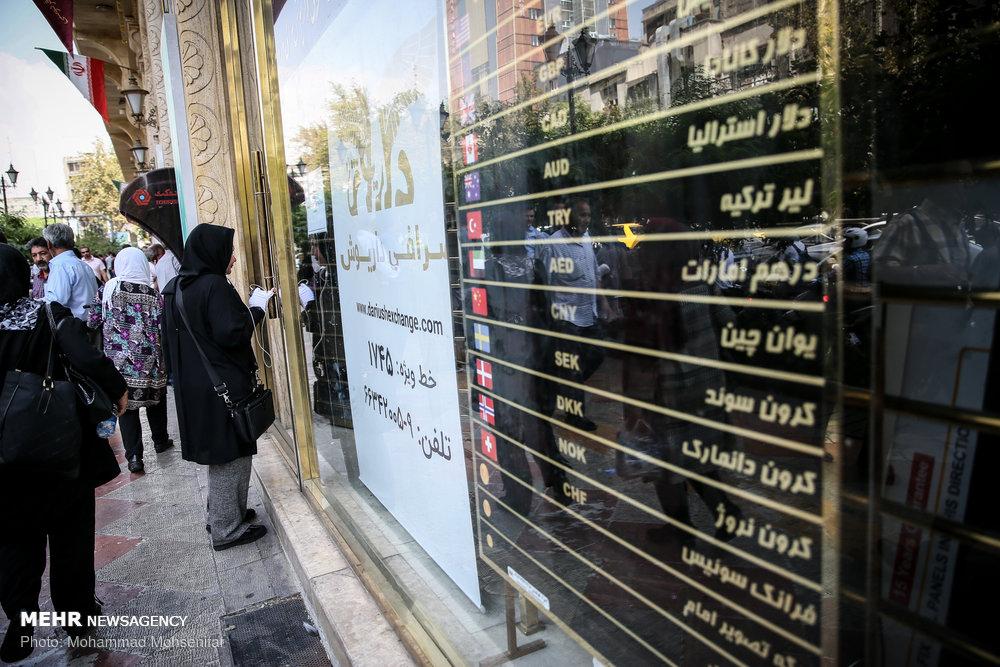 قیمت دلار ۱۰ آبان ۱۳۹۹به روند کاهشی ادامه داد وبه ۲۷۷۲۰تومان رسید