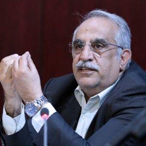 وزیر اقتصاد: تجار نگران نباشند/ تصمیم ترامپ اقتصاد ایران را لرزان نمی کند