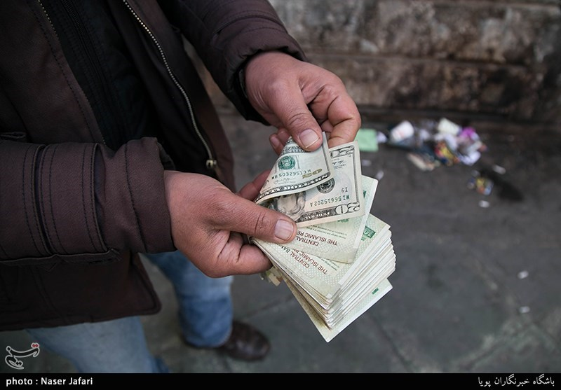 بازار قاچاق دلار رونق گرفت