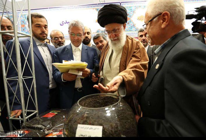 گزارش تصویری حضور رهبر معظم انقلاب اسلامی در نمایشگاه کالا ایرانی
