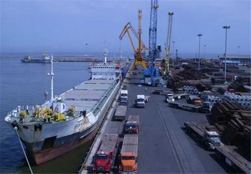 امضای ۴ قرارداد سرمایه گذاری داخلی و خارجی برای توسعه تنها بندر اقیانوسی ایران