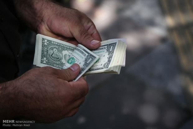 دلار همچنان ۴۲۰۰ تومان/نرخ یورو و پوند کمی افزایش یافت